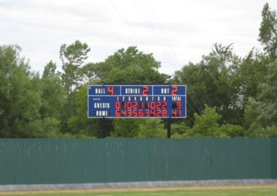 softball-scoreboard-outfield